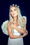 Retrato de un blonde en traje del ángel Fotos de archivo libres de regalías