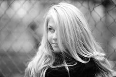 Retrato de un blonde hermoso en abrigo de invierno del otoño Foto de archivo libre de regalías