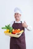 Retrato de un cocinero que sostiene la fruta y verdura Foto de archivo