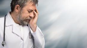 Retrato de un doctor cansado imagen de archivo libre de regalías