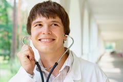 Retrato de un doctor joven Imagen de archivo
