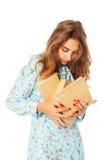 Retrato de un estudiante joven hermoso con los libros sobre la parte posterior del blanco Fotos de archivo