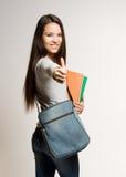 Estudiante trigueno joven confiado. Imagen de archivo libre de regalías
