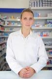 Retrato de un farmacéutico de sexo femenino Imagen de archivo libre de regalías