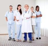 Retrato de un grupo de doctores maduros Fotografía de archivo libre de regalías