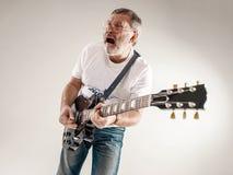 Retrato de un guitarrista Imagen de archivo libre de regalías