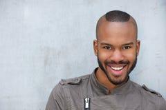 Retrato de un hombre afroamericano joven de moda fotografía de archivo libre de regalías