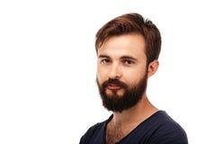 Retrato de un hombre barbudo joven aislado en el fondo blanco Fotografía de archivo