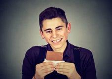 Retrato de un hombre cariñoso del chocolate joven Foto de archivo libre de regalías