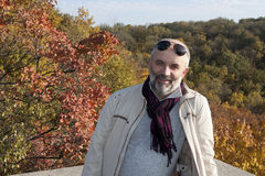 Retrato de un hombre de mediana edad sonriente Foto de archivo