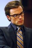 Retrato de un hombre de negocios casual en gafas de sol Imagen de archivo libre de regalías