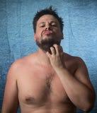 Retrato de un hombre desnudo con Imagen de archivo libre de regalías