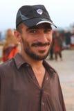 Retrato de un hombre en la playa de Clifton, Karachi Imagenes de archivo