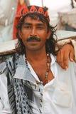 Retrato de un hombre en la playa de Clifton, Karachi Foto de archivo