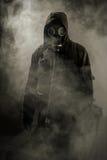 Retrato de un hombre en una careta antigás Foto de archivo libre de regalías