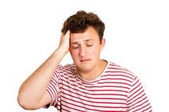 Retrato de un hombre gritador que lleva a cabo su cabeza en la desesperación hombre emocional aislado en el fondo blanco imagen de archivo libre de regalías