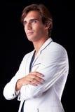 Retrato de un hombre hermoso con su capa blanca Fotografía de archivo