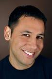Retrato de un hombre hispánico joven Imagen de archivo