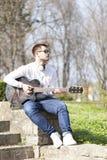 Retrato de un hombre joven al aire libre Fotografía de archivo libre de regalías