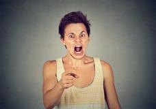 Retrato de un hombre joven enojado Imagenes de archivo