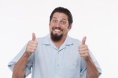 Retrato de un hombre joven feliz que muestra los pulgares para arriba Foto de archivo