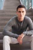 Retrato de un hombre joven hermoso Imagenes de archivo