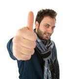 Retrato de un hombre joven que muestra gesto aceptable Imagen de archivo