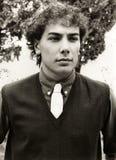 Retrato de un hombre joven serio elegante Foto de archivo