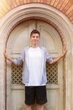 Retrato de un hombre joven sonriente Imágenes de archivo libres de regalías