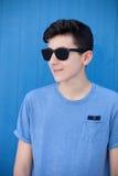 Retrato de un hombre rebelde del adolescente Foto de archivo