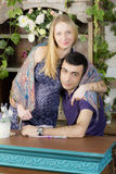 Retrato de un hombre y de una mujer embarazada Imagen de archivo libre de regalías