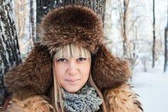 Retrato de un invierno de la muchacha. Fotografía de archivo