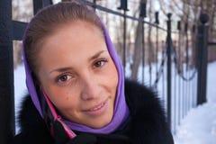 Retrato de un invierno de la muchacha. Imagen de archivo libre de regalías