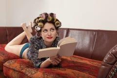 Retrato de un modelo con un libro Fotografía de archivo libre de regalías