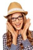 Retrato de un modelo joven sorprendido en un sombrero y vidrios con el MES Foto de archivo