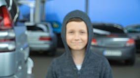 Retrato de un muchacho de 8 años, vídeo completo del hd metrajes
