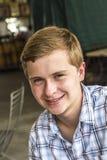 Retrato de un muchacho adolescente apuesto imagen de archivo libre de regalías