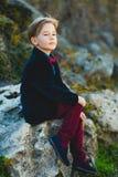 Retrato de un muchacho adolescente casual, al aire libre Fotografía de archivo libre de regalías