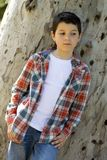 Retrato de un muchacho adolescente casual, al aire libre Fotos de archivo libres de regalías