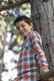 Retrato de un muchacho adolescente casual, al aire libre Imagen de archivo