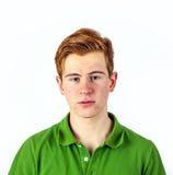 Retrato de un muchacho adolescente con el pelo rojo Fotos de archivo libres de regalías