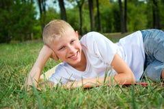 Retrato de un muchacho catorce años Imagen de archivo
