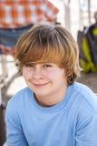 Retrato de un muchacho con el pelo rubio largo Imagen de archivo libre de regalías