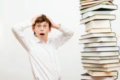 Retrato de un muchacho con los libros Foto de archivo libre de regalías