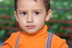 Retrato de un muchacho con los ojos marrones Fotografía de archivo