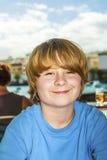 Retrato de un muchacho dañoso sonriente Foto de archivo libre de regalías