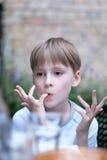 Retrato de un muchacho de la edad de escuela Fotos de archivo