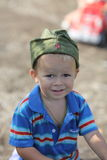 Retrato de un muchacho en casquillo de guarnición Fotografía de archivo