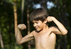 Retrato de un muchacho en naturaleza Imágenes de archivo libres de regalías
