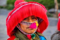 Retrato de un muchacho en traje tradicional en la ciudad de Yanque en Colca Fotos de archivo